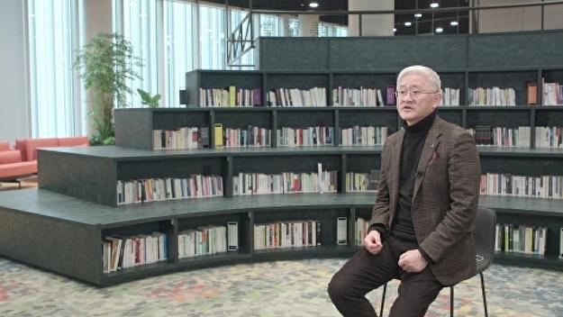 '뷰티 파워'서경배와 차석용, 새해 메시지 '시선'충돌